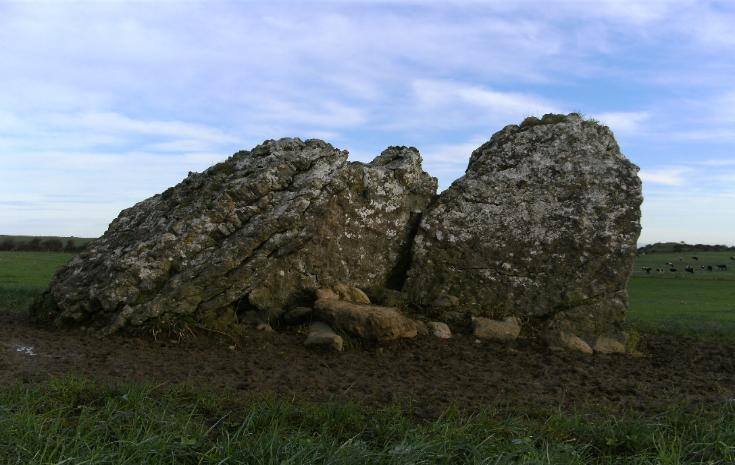 ARDCRONEY PORTAL TOMB, COUNTY TIPPERARY