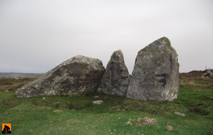 KNOCKAVALLY PORTAL TOMB, COUNTY GALWAY.